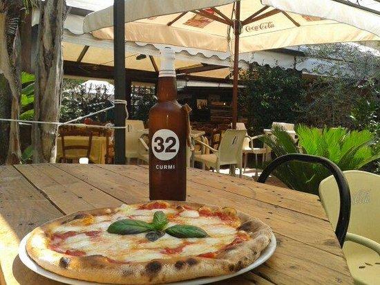 La Basilica Cafe: Una location caratteristica molto rilassante immersa nel verde!pizza ottima leggera con mozzarel
