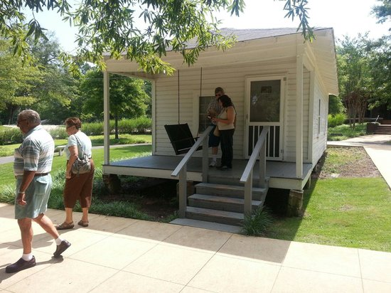 Elvis Presley Birthplace & Museum: Elvis family home