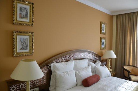 Marriott's Playa Andaluza : Спальня с двуспальной кроватью