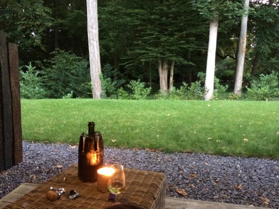 Le Parc du Chateau: Relaxing with champagne from Thierry and Christine's selection
