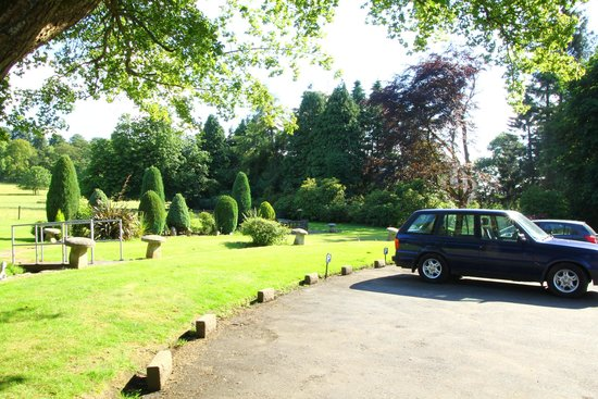 Belsyde Country House Bed & Breakfast: Parcheggio e giardino