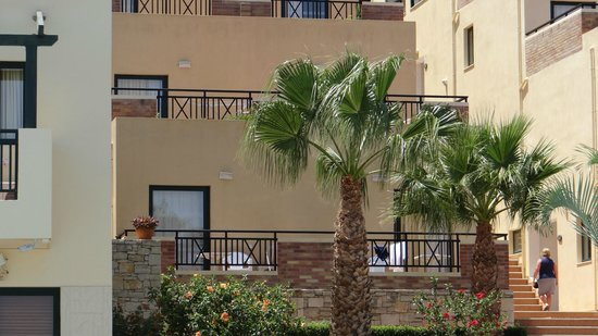 Asterias Village Resort: ons terras
