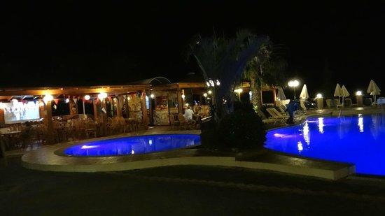 Asterias Village Resort : nachtvieuw