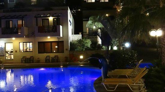 Asterias Village Resort : uitzicht vanaf zwembad