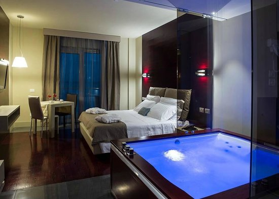 Main Palace Hotel: Jacuzzi room