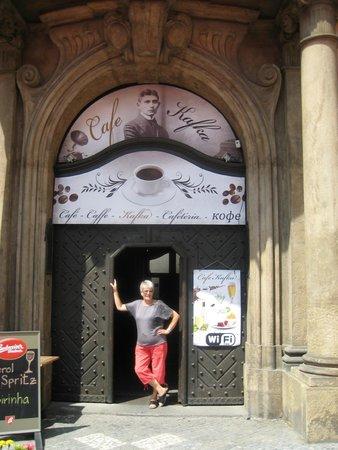 Cafe Franz Kafka: eingang zum Cafe
