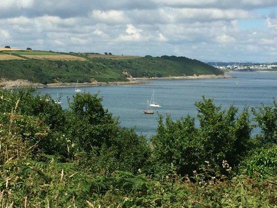 Lyonesse Guest House: Coast path - views towards Falmouth