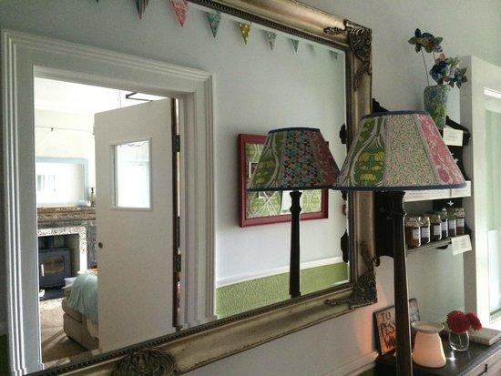 Lyonesse Guest House: Hallway
