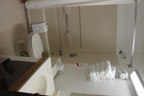 Super 8 Taos : Bathroom