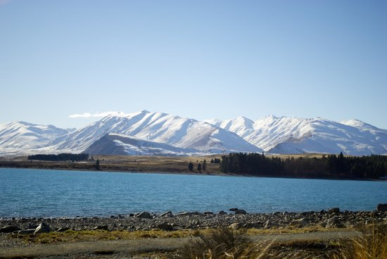 Lake Tekapo : more mountains and lake