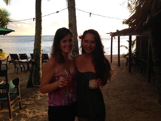 Castaway Resort: Wilsons beach bar Liz the barmaid and her friend Sarah