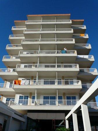 Caballero Hotel : Номера с видом на море, которого нет