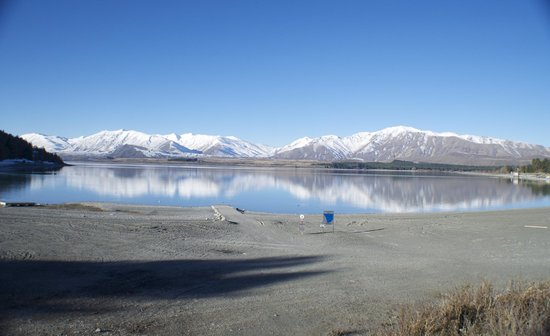 Lake Tekapo : Southern Alps reflected in the lake