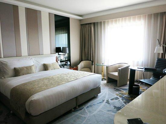 Kempinski Hotel Beijing Lufthansa Center : Salon suite основная спальная