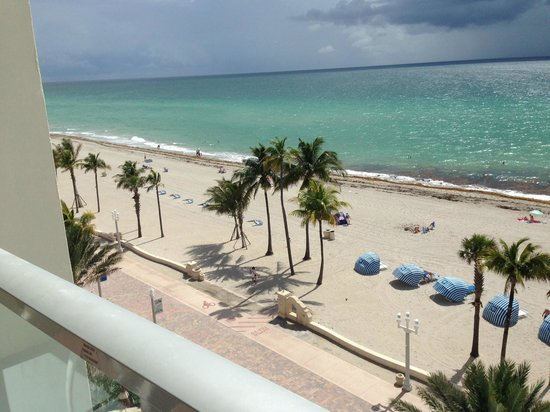 Hollywood Beach Marriott: View from the 5th floor Oceanfront suite