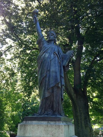 Jardin du Luxembourg : Otra estatua de La Libertad