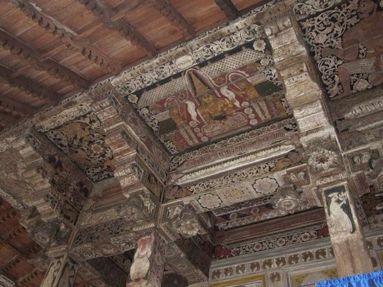 Temple of the Sacred Tooth Relic: Painting on the walls and ceilings