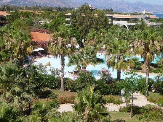 Acacia Resort Parco dei Leoni: Vue de la piscine