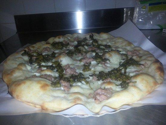 Pizzeria Al Borgo: Salsiccia e friarielli