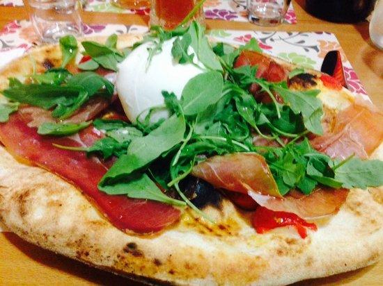 Pizzeria Ristorante Piedigrotta La Vera Pizzeria Varesotta: ESTIVA + BUFALA!!! BUONISSIMA