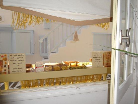 Pasta Fresca Barkia : 店内から外