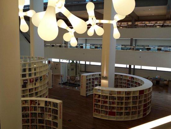 Bibliothèque centrale (Openbare Bibliotheek) : Hall