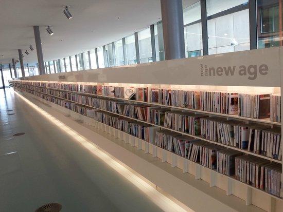 Stadtbibliothek (Openbare Bibliotheek): Music section