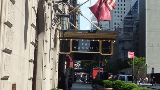 Warwick New York : front of hotel