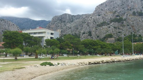 Hotel Plaza Omis : View of Plaza from beach