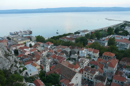 Hotel Plaza Omis : Plaza (to right of centre) from Fortress Mirabella showing proximity to beach
