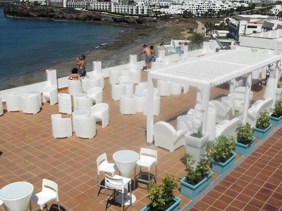 Sandos Papagayo Beach Resort: terraza chil out
