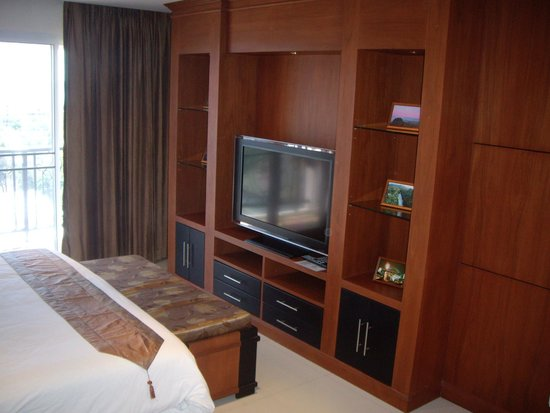 Tara Court Hotel : MEUBLE ET TV PANASONIC