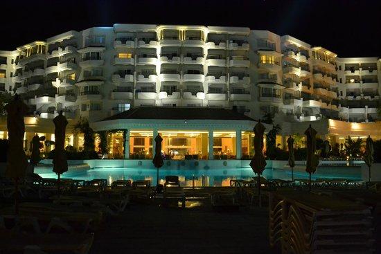 IBEROSTAR Royal El Mansour & Thalasso : Hotel et piscine la nuit
