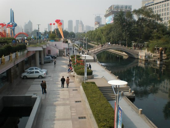 Baotu Spring Park: Quancheng Square Canal