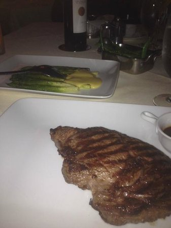 Benny's Chop House: Rib Eye