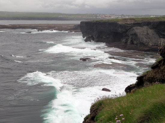 Kilkee, Ireland: Waves breaking at your feet