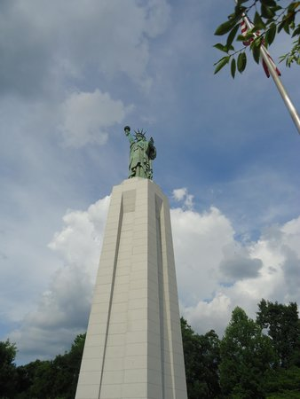 Hilton Garden Inn Birmingham SE/Liberty Park : Statue of Liberty