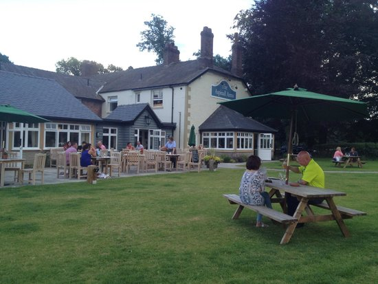 The Aspinall Arms: Wonderfully sunny afternoon at the Aspinall