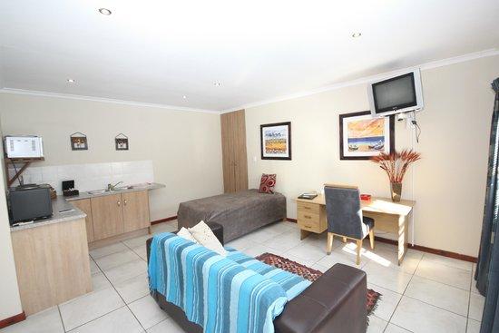Marren House : Extra bed in room 7