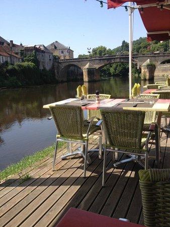 La Gabare Bistrot and Grill : vue sur riviere et pont