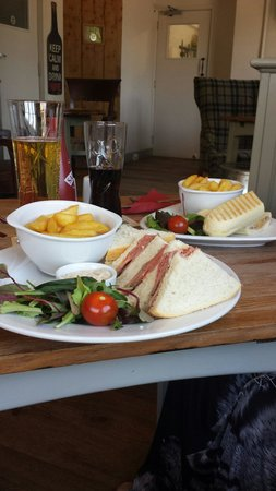 Harston, UK: Roast beef sandwichTuna panini