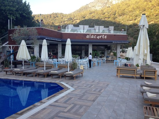 Morina Deluxe Hotel : pool and bar area