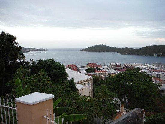 Villa Santana: View straight over Charlotte Amalie.