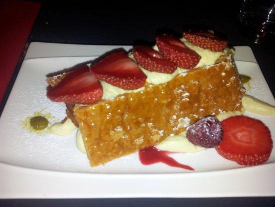 Pastry Plaisirs : Un mille-feuille délicieux à la fraise de région et crème de pistache !