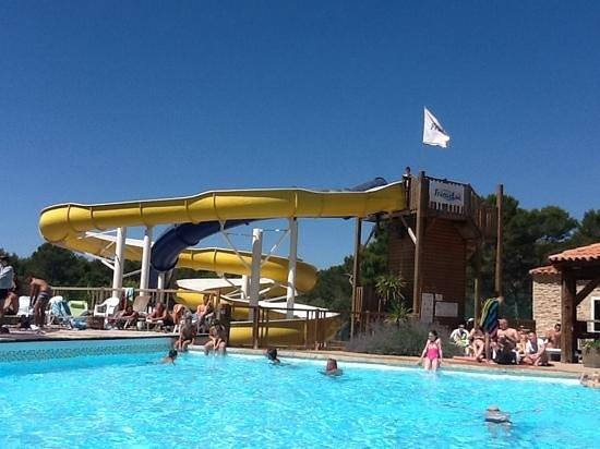 Piscine picture of camping l 39 arbois du castellet le for Camping auvergne piscine toboggan