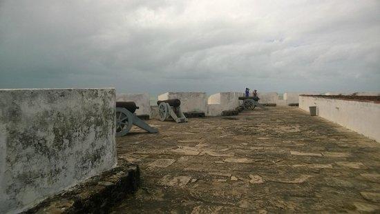Reis Magos Fortress: canhões na muralha