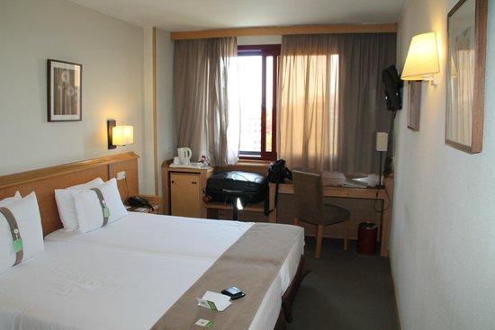 Holiday Inn Madrid-Piramides: Zimmer