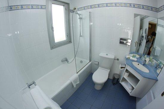 Hotel Cannes Gallia: Une salle de bain avec baignoire