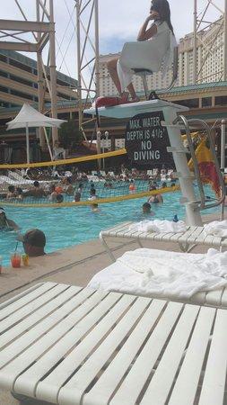 New York - New York Hotel and Casino : Swimming pool