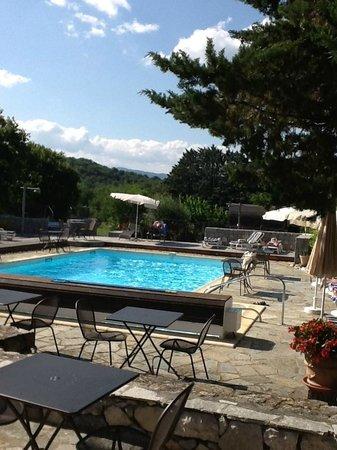 Auberge Les Murets : La piscine